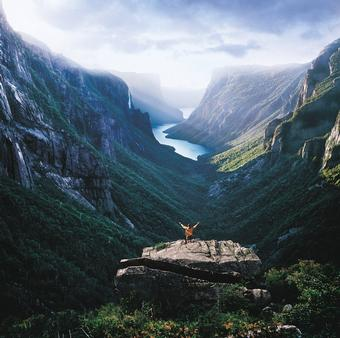 <strong>Free pre-hotel night on 8-day Newfoundland Discovery Tour</strong>