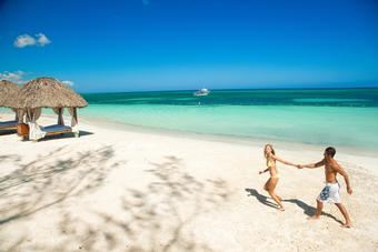 <strong>SAVE up to $1,290 per room at select Sandals<sup>®</sup> and Beaches<sup>®</sup> Resorts in the Caribbean</strong>
